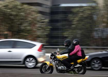malo-widoczni-motocyklisci