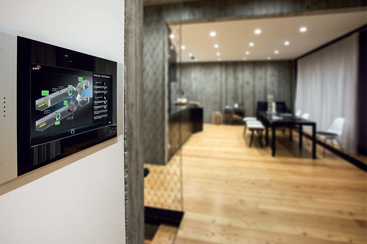 Fot. 1. Ze względu na charakter budynku głównym zadaniem inteligentnej instalacji jest umożliwienie zdalnego zarządzania wszystkimi instalacjami oraz prosta i automatyczna zmiana sposobu działania poszczególnych systemów w zależności od tego, czy dom jest zamieszkiwany, czy pusty.